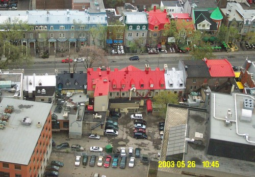 Colorful_roofs_in_quebec_1