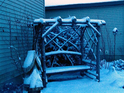 Snowy_meditation_bench